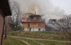 Więcej o: Pożar budynku drewnianego Zawoja